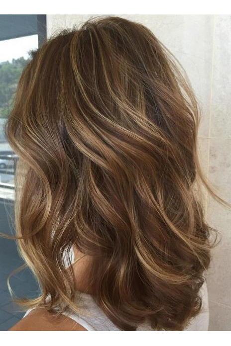 De cabello dorado y marrón oscuro