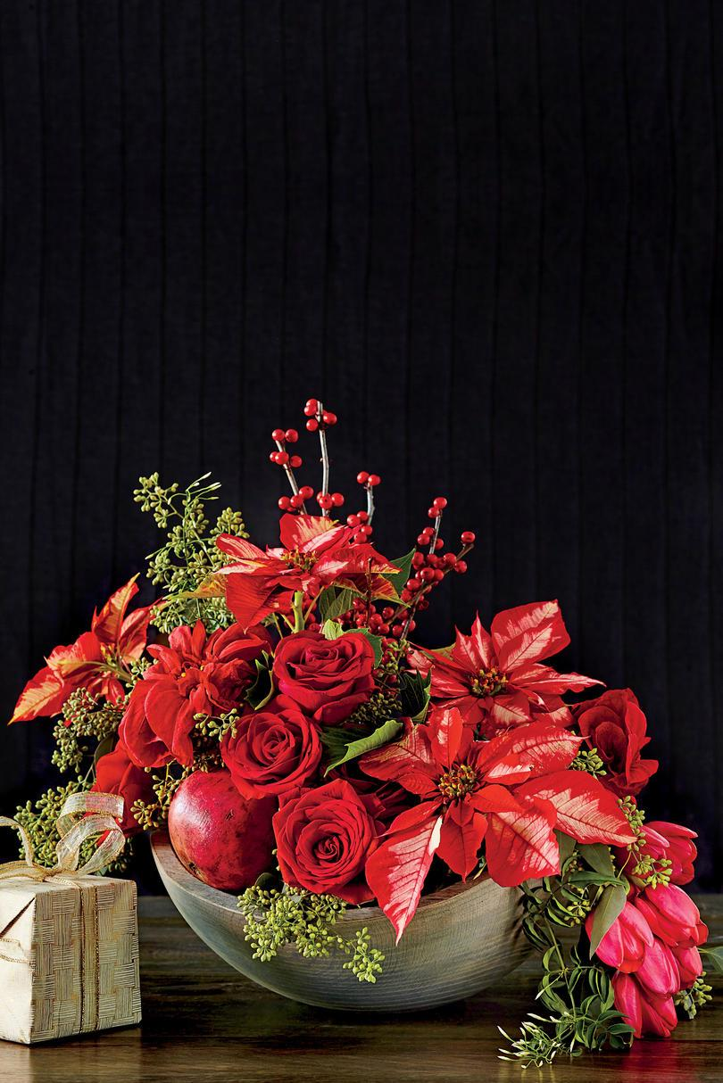 Rød Poinsettia Arrangement with Rose and Tullips