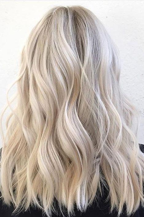 gylden blond hår