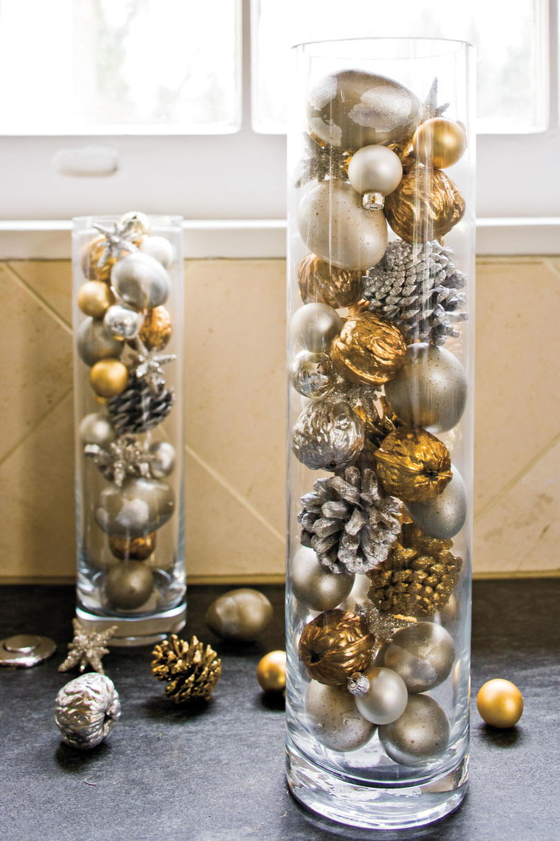 Vánoce Decorating Ideas: Ornaments in Cylinders
