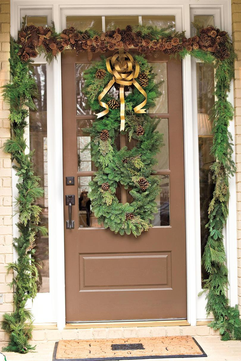Vánoce Decorating Ideas: Stacked Evergreen Wreaths