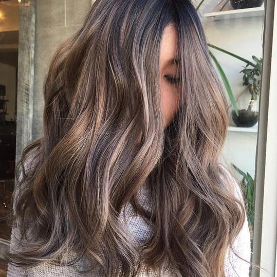 kold lysebrun hårfarve