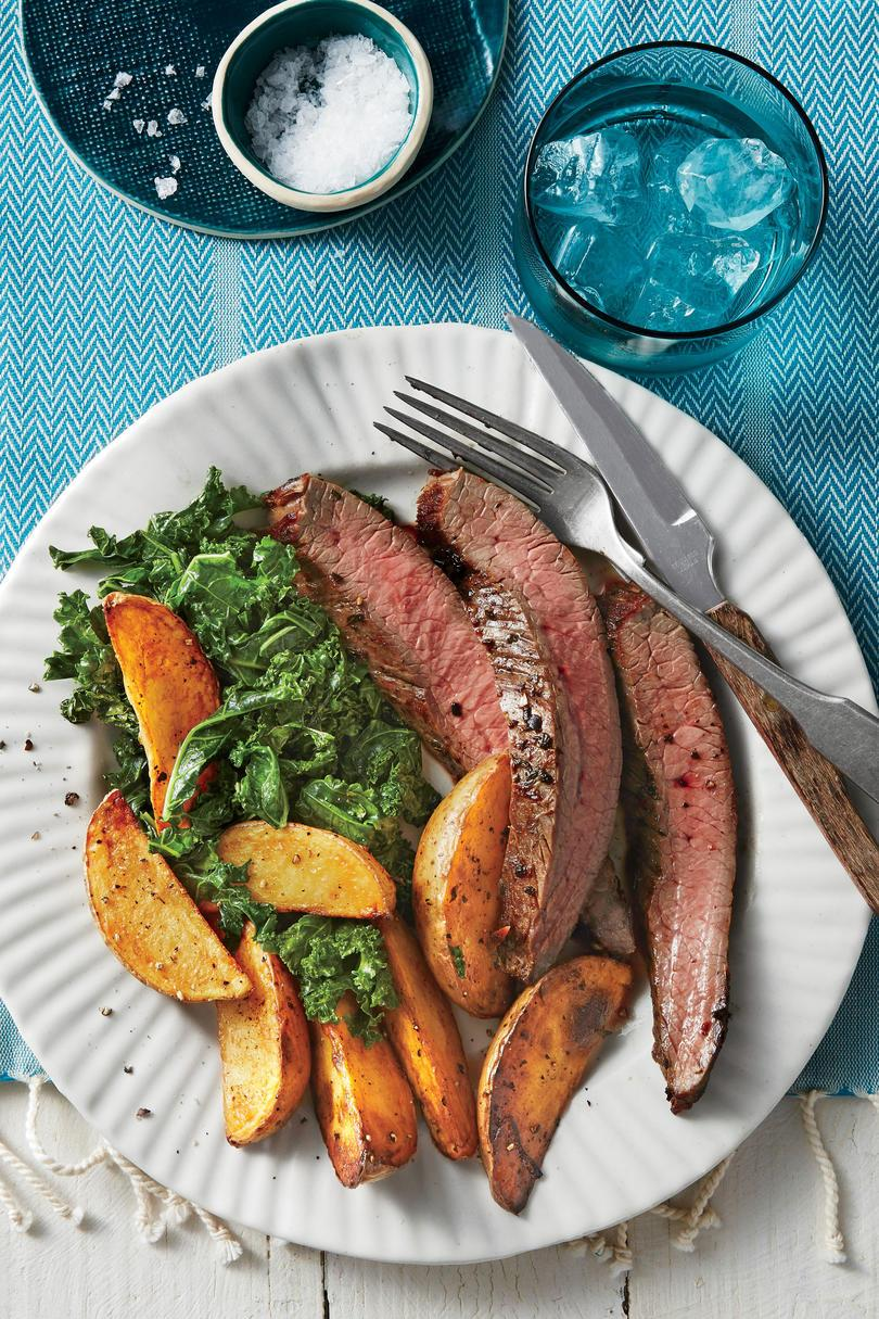シート Pan Flank Steak, Greens, and Yukon Gold Fries