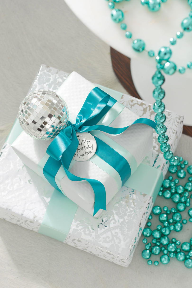 Vánoce Decorating Ideas: Blue and White Gifts