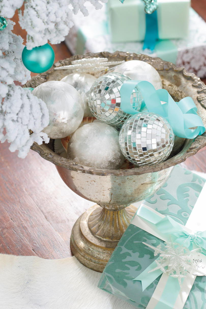 Vánoce Decorating Ideas: Bowl of Ornaments