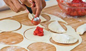 揚げたイチゴのパイを作る方法