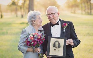 زوجان رائعتان تحتفلان بالذكرى السنوية السبعين مع صور زفاف لم يسبق لهما زيارتها