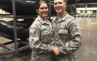National Guard Couple Annuller Florida Beach Wedding til at hjælpe orkanen Irma ofre