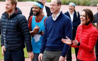 Královská vévodkyně Kate je neformální styl ve studené atmosféře
