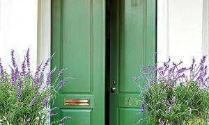 13 colores audaces para tu puerta de entrada