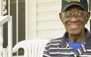 La comunidad se une para proporcionar al veterano de la Segunda Guerra Mundial más antiguo de América con reparaciones en el hogar que tanto necesitan