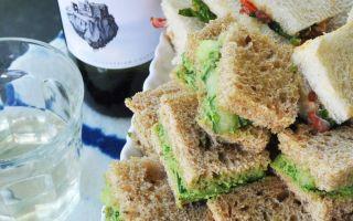 Aquí se explica cómo organizar una fiesta para uno (o más) con sándwiches de té