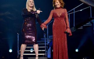 Reba McEntire Rocks famoso vestido rojo de los años 90 como si no fuera nada en los Premios ACM 2018