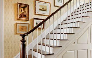 Cómo colgar el arte en una escalera