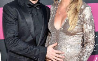 トーマスレットの妊娠した妻は,最もかわいい家族の写真を共有
