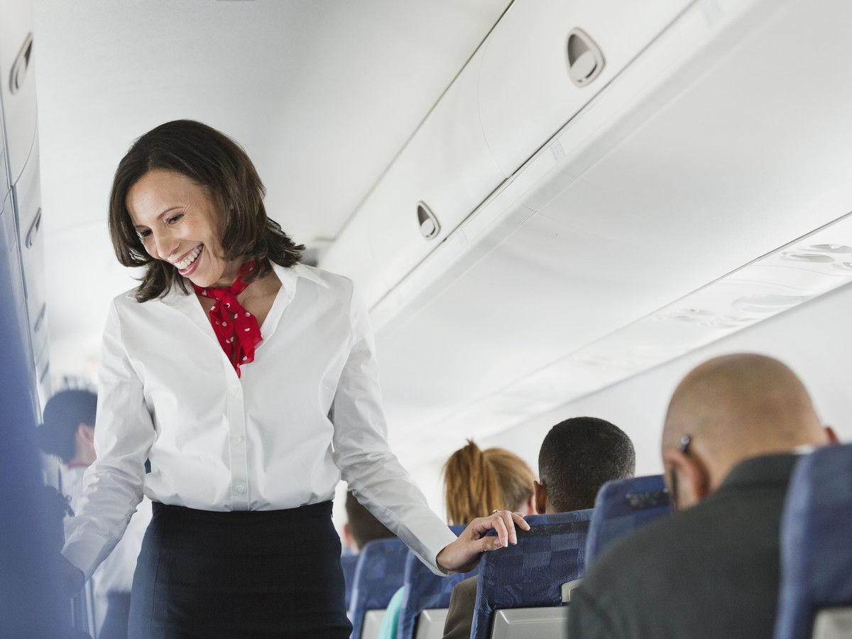 flight_attendant_in_white_shirt-170408752